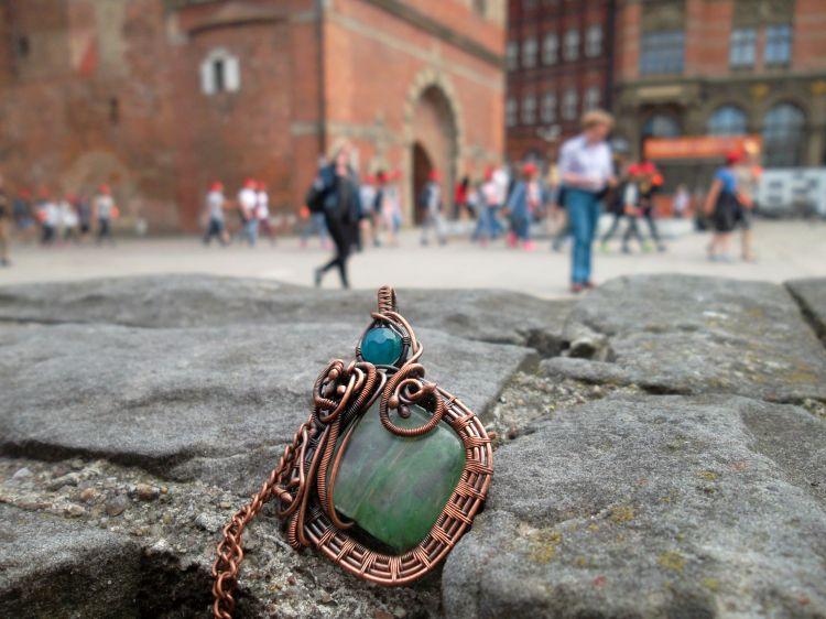 Brama Wyzynna Gdańsk i naszyjnik z kwarcem mszystym - Biżuteria w Gdańsku